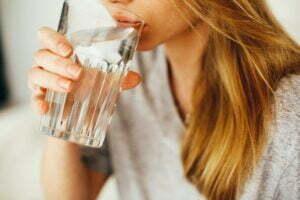νερό πρέπει να πίνουν τα παιδιά